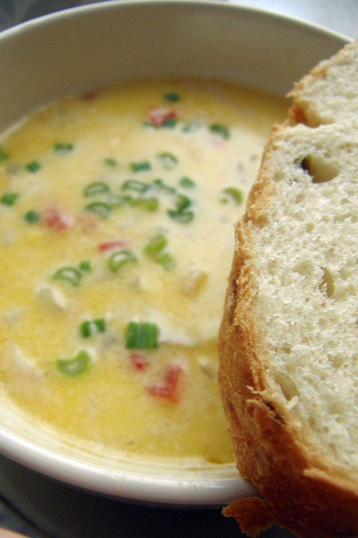 Corn Chowder /Sopa cremosa de elote 2 personas Ingredientes 2 cucharadas de mantequilla ¼ cebolla, picada finamente 2 rebanadas tocino, pic...