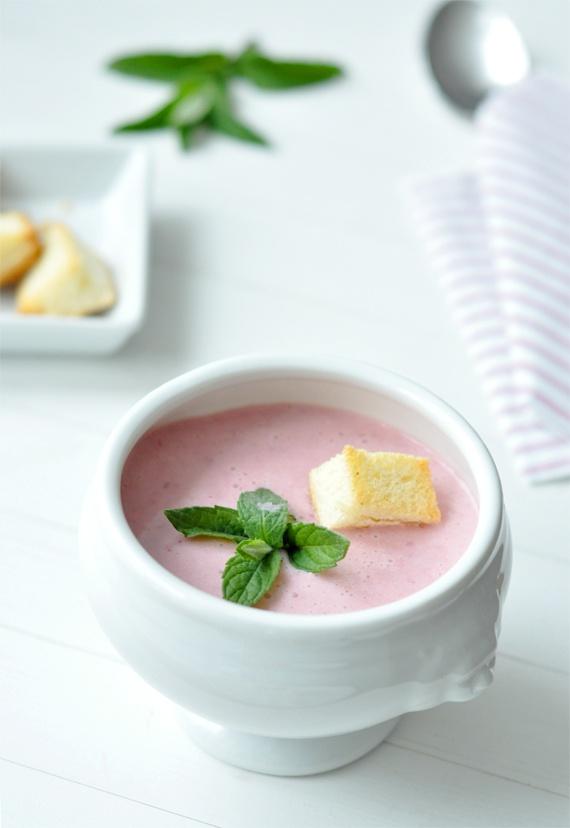 Mentás eperkrémleves pirított kaláccsal   Csak a Puffin #soup #fruit #sweet