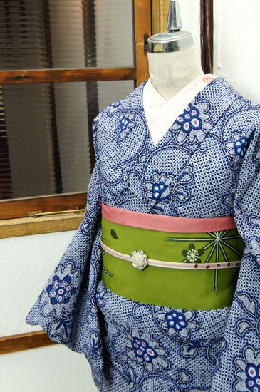 一面の鹿の子の型染めにアラベスク模様が染め出された総絞り風のリップル地の注染レトロ浴衣です。 #kimono