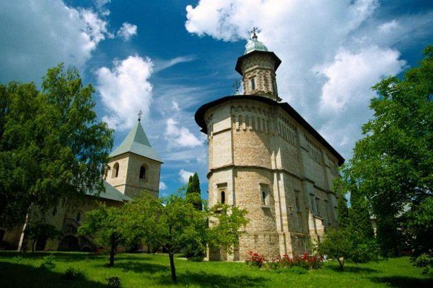 CJ Suceava îi răspunde lui Flutur: Mănăstirea Dragomirna nu poate fi inclusă în lista UNESCO - Ieseanul