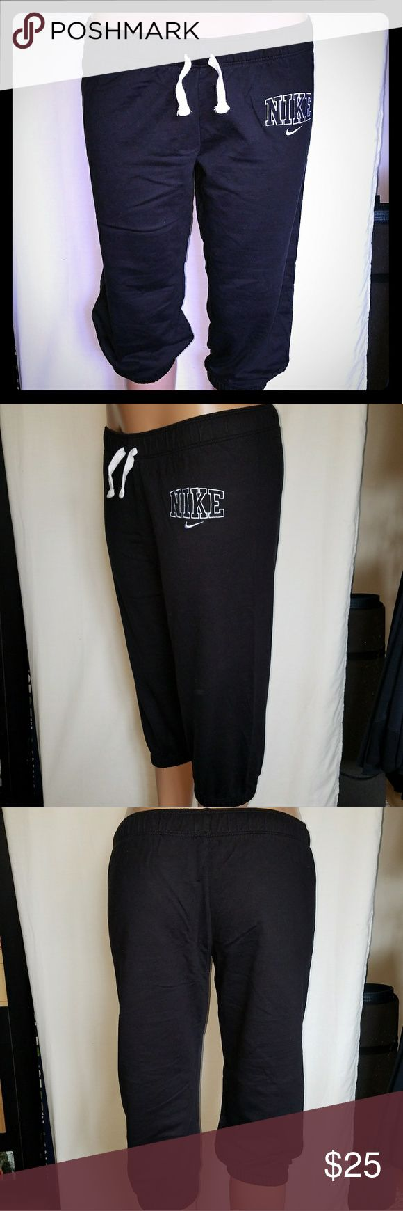 "NEW Nike Crop Jogger Sweatpants Sz Lrg *Black* NWOT Nike Crop Sweatpants  Size: Large  Color: Black & White Inseam: Approx 18 1/2"" Drawstring waistband  *Tag NOT attached* Nike Pants Track Pants & Joggers"