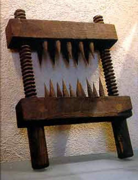 Medieval Torture - The Knee Splitter - Severs the knees and other limbs http://www.oddee.com/item_96596.aspx