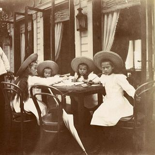 Rare photo of Olga, Anastasia, Maria, and Tatiana, 1906. Photo source: vk.com/naaotma #russian #grandduchesses #olga #anastasia #maria #and #tatiana #romanov #beautiful #gorgeous #rare #picture #of #them #in #1906 #imperial #russia #history #russianroyalty
