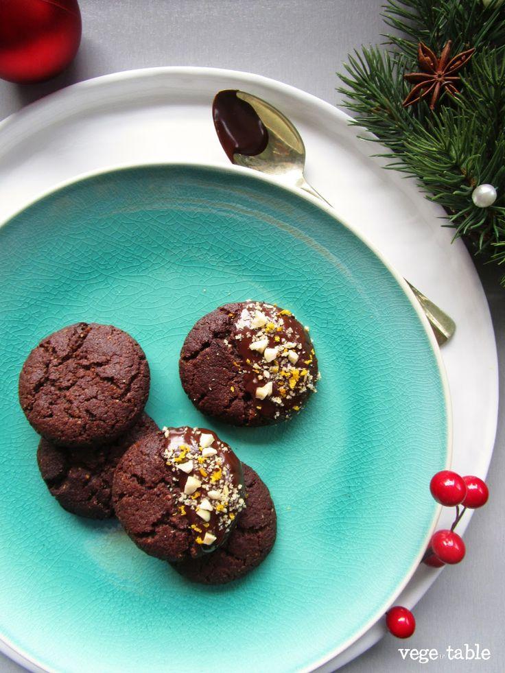 vegeintable: Christmas cookies with dark chocolate, hazelnut and orange (vegan recipe)