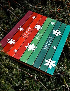 Is there ANYTHING that cannot be made from a pallet these days?? Cute idea for holiday...