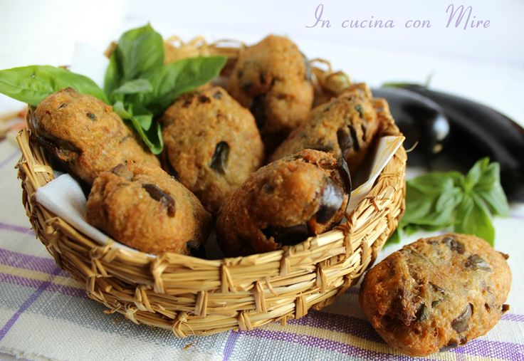 """Le polpette di melanzane """"e pruppette e mulingiane"""" sapore e gusto della terra calabrese la loro preparazione è molto facile, qui la ricetta."""