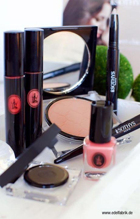 De NIEUWE make-up look van Sothys lente zomer ligt nu bij ons in de winkel. Het zijn weer prachtige kleuren voor een mooie lente of zomerdag. Kom langs bij ons in de winkel en wij geven je een goed make-up advies.  Beautyvit Huidverbetering bel ons op  076-5223838 of stuur een mail Info@beautyvit.nl of kijk op www.beautyvit.nl
