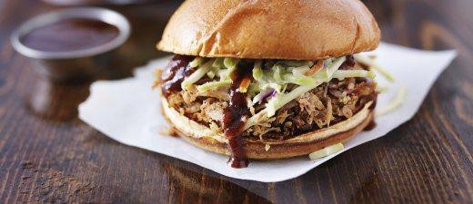 Ihr liebt amerikanisches Barbecue? Dann wird euch dieses Pulled Pork Rezept vom Hocker hauen!