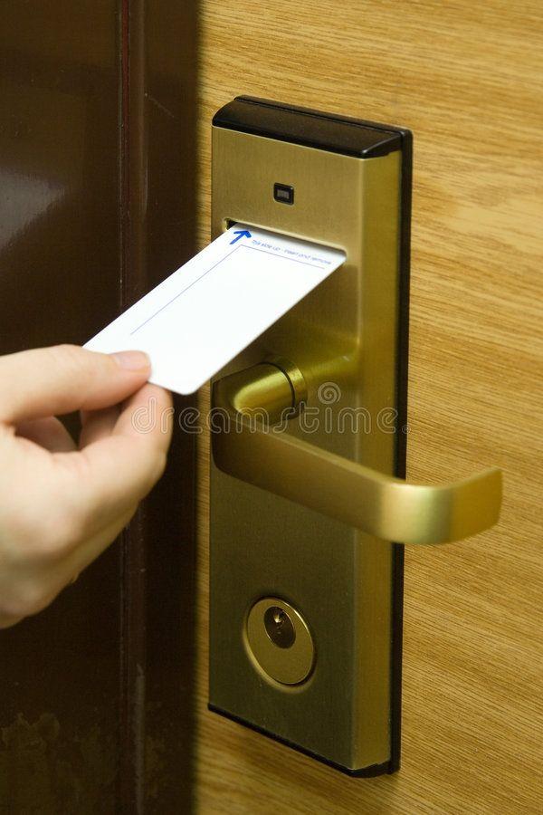 Unlocking A Hand Inserting Keycard In The Electronic Lock Affiliate Inserting Hand Unlocking Lock In 2020 Locksmith Services Emergency Locksmith Locksmith