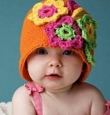 Touca de crochet para bebês - laranja R$34.00: Babies, Flower Hats, Crochet Hats, Cute Hats, Crochet Baby, Baby Hats, Flowers, Kid,  Poke Bonnets