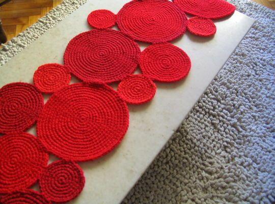 Caminos tejidos a crochet a mano de vivos colores