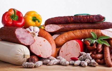 Comer carne procesada puede causar cáncer de colon en humanos, mientras que el consumo de la carne roja es una causa probable de la enfermedad, según LA OMS