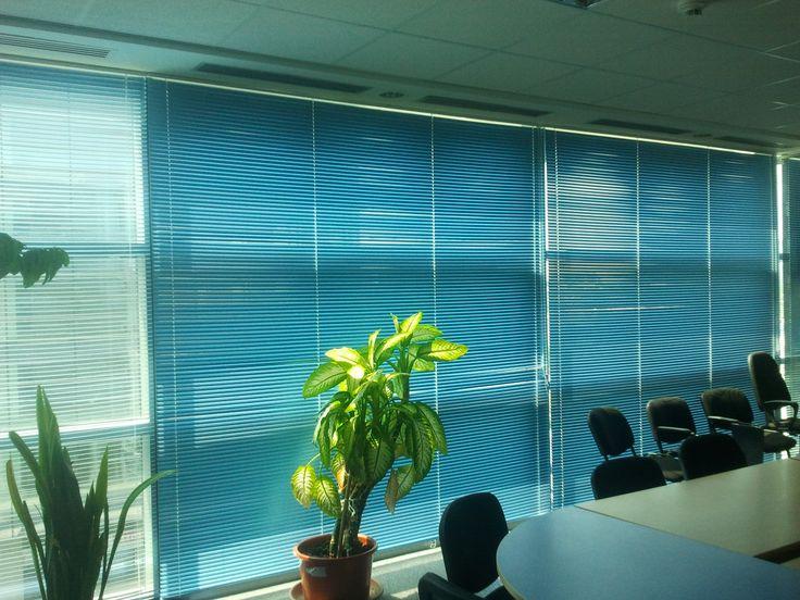 Cu un aspect ordonat, lamelele din aluminiu ale jaluzelelor orizontale, sunt perfecte in special in spatiile de birou deschise. Mai multe pe www.jaluzeleprestige.ro