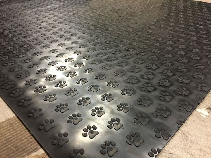 Paw Print   Plate Rubber Garage Flooring Matting 1.2m Wide X 3mm Thick   A  Grade