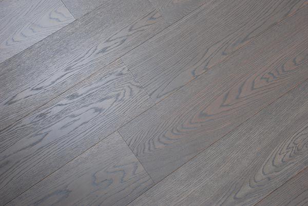 Assiti di Rovere metal grey rustico.  #Pavimenti in #parquet #rovere #flooring #legno #wood #woody #interior #interni #grey #design
