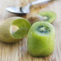 How To Easily Peel and Cut Kiwi Fruit