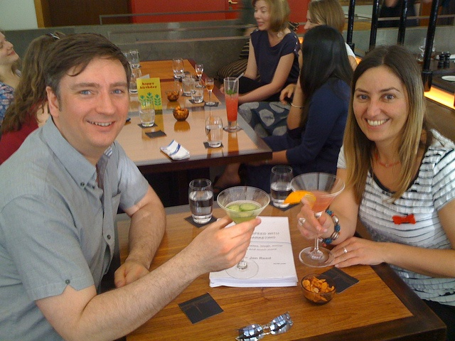 Handing over the manuscript for Get Up to Speed with Online Marketing to my publisher Liz Gooster. Over cocktails, obviously.