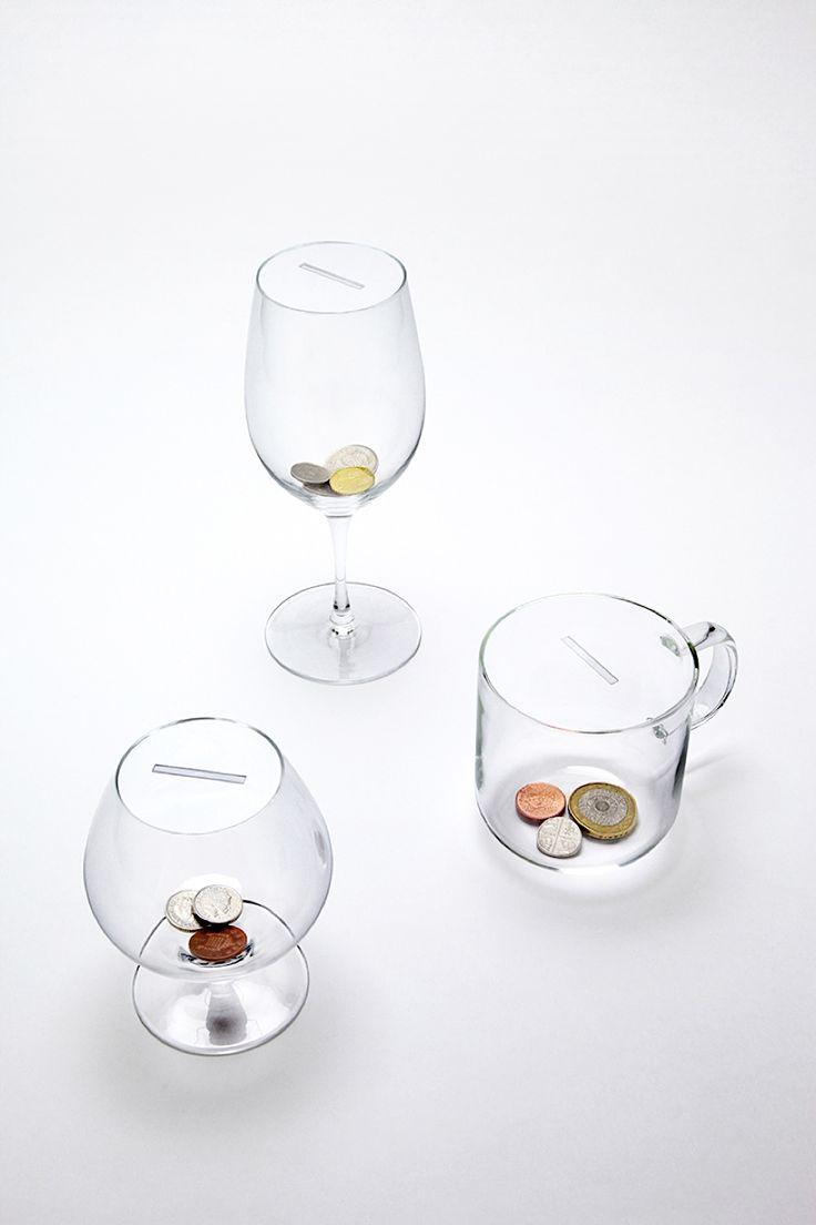 Studio Yumakano und seine Spardosen aus Glas  Nach dem Drink gibt's ein mehr oder weniger anständiges Trinkgeld an den Kellner – so kennen wir das. Und wenn es nach dem japanischen Studio Yum...