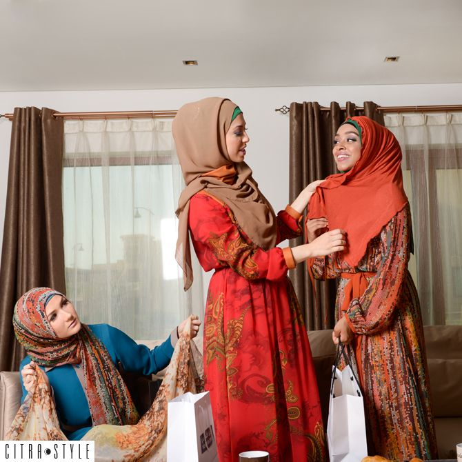 Hijabi Girl Problems: How to avoid peeping hijab hair #Blog #NewOnTheBlog #LatestPost #MuslimFashionMusings #CitraStyleBlog #Blogpost #FashionBlog #StyleBog #StyleTips #FashionTips #FashionBlog #MuslimFashionBlog #MuslimBlog #IslamicFashionBlog #HijabiProblems #Hijab #HijabiGirlProblems #Hijabi
