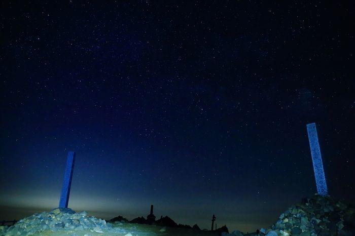 刈田岳山頂へは、蔵王連峰山麓、遠刈田温泉から伸びる山岳道路、蔵王ハイラインから簡単にアクセスすることができます。天気が良い日は、空には満点の星が輝き、刈田岳山頂から眺める星空は天然のプラネタリウムのようです。