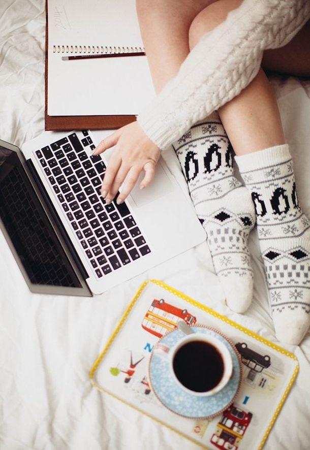i do so much in bed... like studying  and e a t i n g ;)