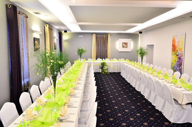 Restauracja w Hotelu ICam to zaproszenie na spotkanie z sztuką kulinarną - tą misterną, inteligentną, czerpiącą z tradycji, a jednocześnie serwowaną we współczesnej aranżacji.  W restauracji są serwowane dania kuchni polskiej z ekologicznych produktów, w dużej ilości, o dobrym smaku, pokazujące, że polska kuchnia to wyrafinowana całość wielokulturowych wpływów.