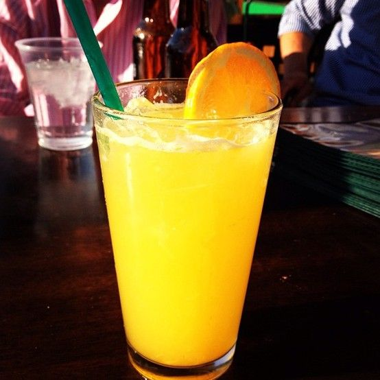 Orange Crush Drink Recipe: Vodka, Triple Sec, Orange Juice, and 7-Up. #drankbank