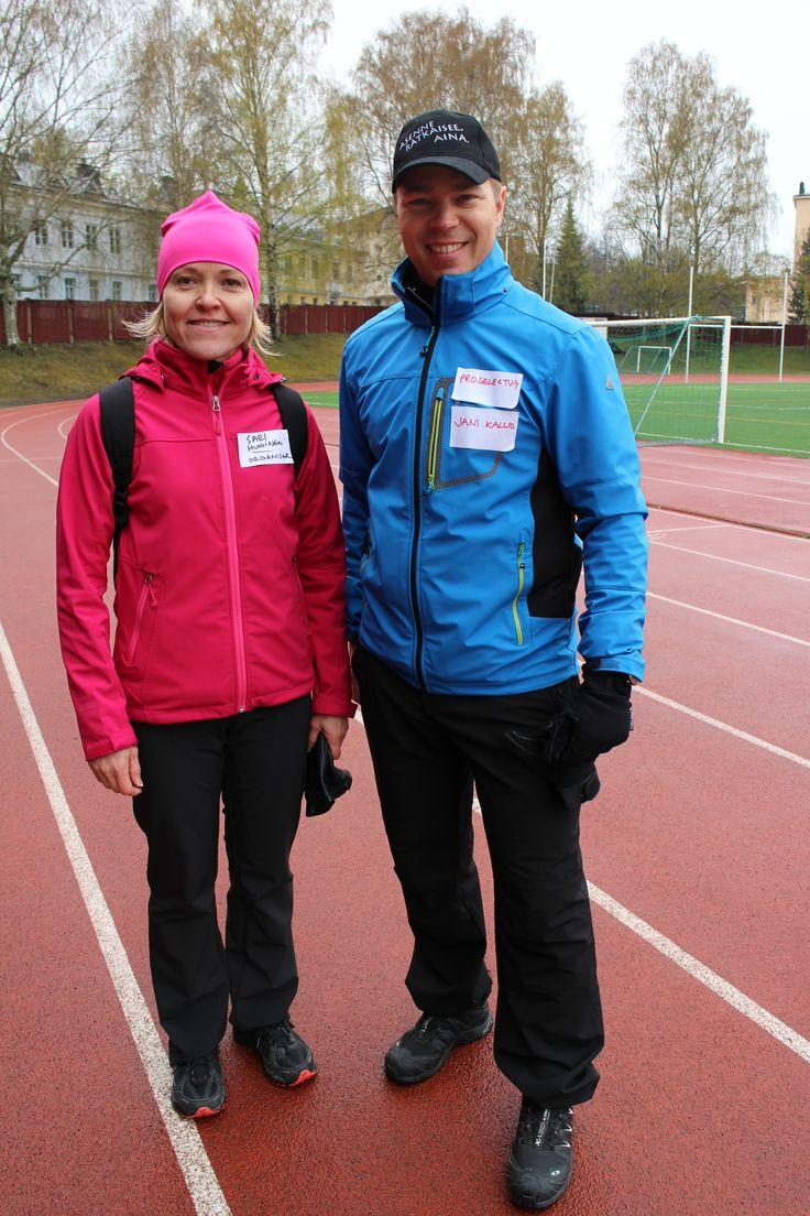 Jani Kallio Proselectumista ja Sari Huovinen laskivat askeleita ja liikkuivat ahkerasti.