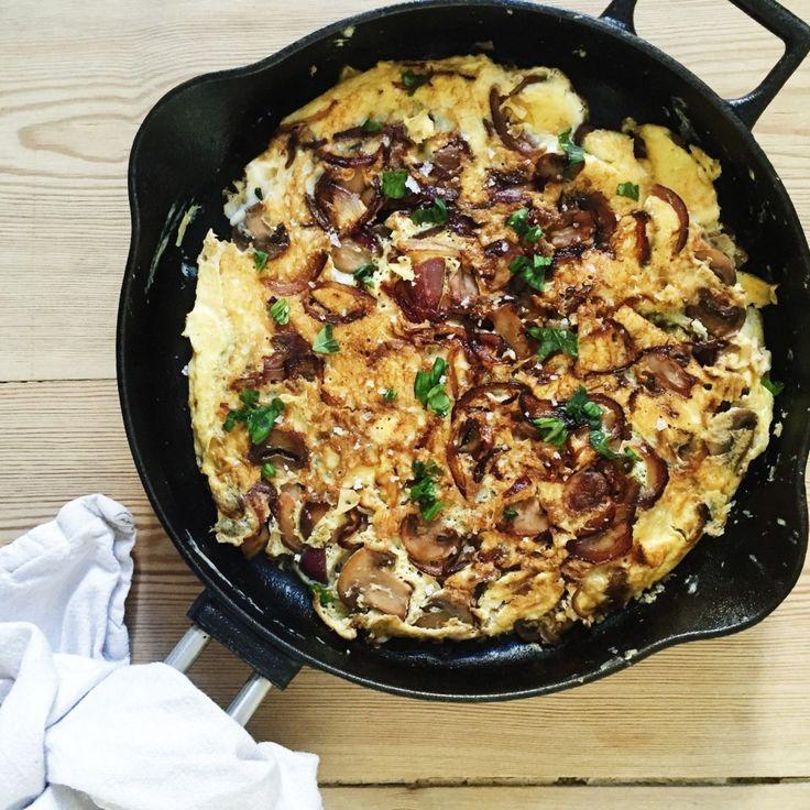 Omelet med svampe og rødløg