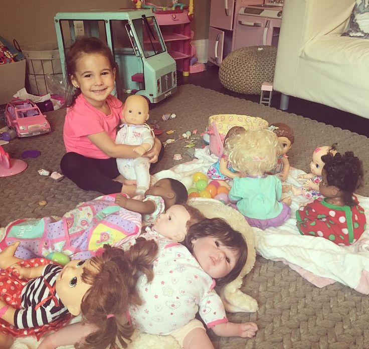 Think she has enough babies? This girl is obsessed with playing mommy 😂