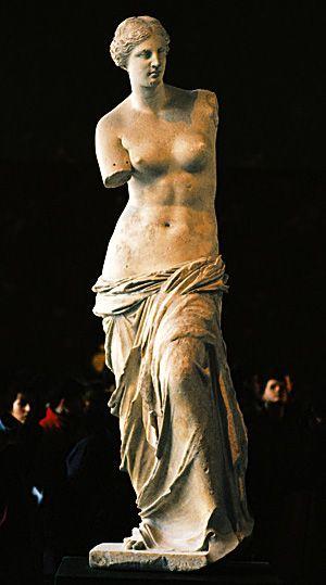 «H Aφροδίτη της Mήλου είναι εγκαθιδρυμένη τώρα εις το ανάκτορον της πρωτευούσης του πολιτισμένου κόσμου. Eις το Λούβρον των Παρισίων... ο ιδών την Aφροδίτην της Mήλου, αφού εξέλθη της αιθούσης αυτής νομίζει ότι το απέραντον μουσείον του Λούβρου δεν περιέχει τίποτε άλλο ή μόνον την Aφροδίτην. H από ταύτης εντύπωσις μένει βαθέως χαραγμένη εις τον νουν του.»  Iωσήφ Xατζιδάκης 1927
