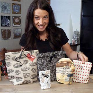 Julpyssel är kul! Här hittar du massor av tips och inspiration – både om du är ute efter pyssel för vuxna eller vill hitta enkelt pyssel för barn.