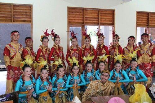 Kesenian cantik dari indonesia, tari jaipong. Keren banget kaannn??? Masih satu doang nih ke-kerenan indonesia. Aslinya buanyaakk banget #PINdonesia #OndeMonday