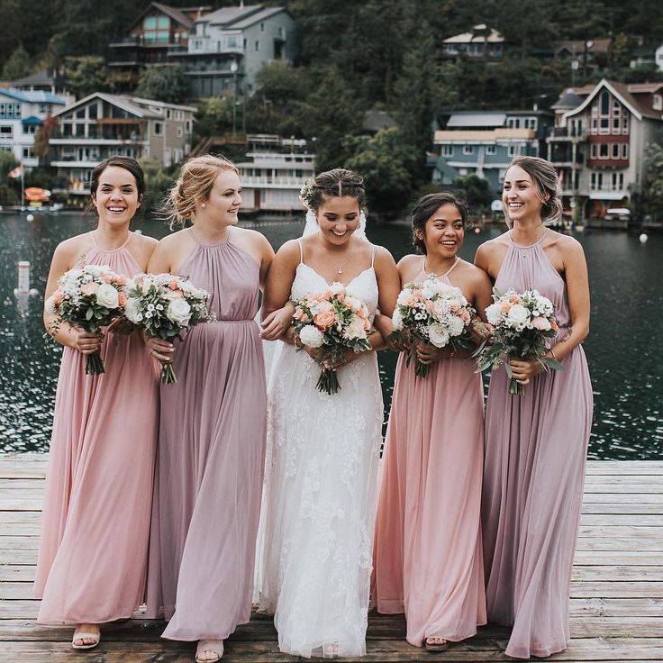 How To End Up With Bridesmaid Dresses Everyone Likes