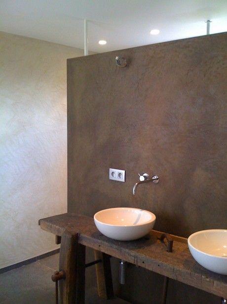 Oude werkbank in d badkamer. www.werkplaats35.nl