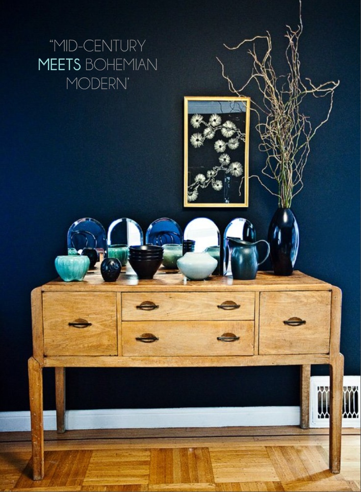 Entryway inspiration: Wall Colors, Wall Colour, Dark Blue Wall, Paintings Colors, Navy Wall, Living Room, Deep Blue, Dark Wall, Accent Wall