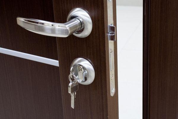 Les 13 meilleures images du tableau portes claqu es une - Quanto costa sostituire la serratura di una porta blindata ...