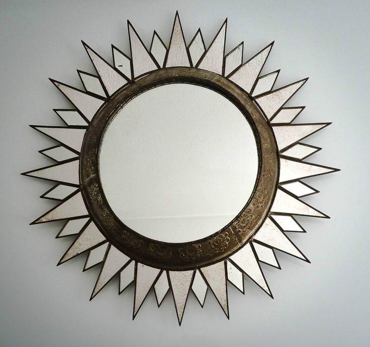 Etonnant grand miroir soleil  en fer, Art Déco 1930/1940. Diamètre 70 cm.
