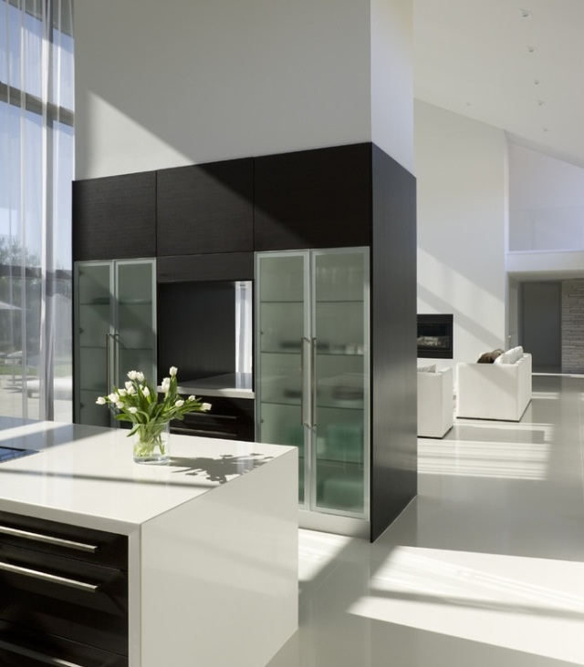 Black and white modern kitchen