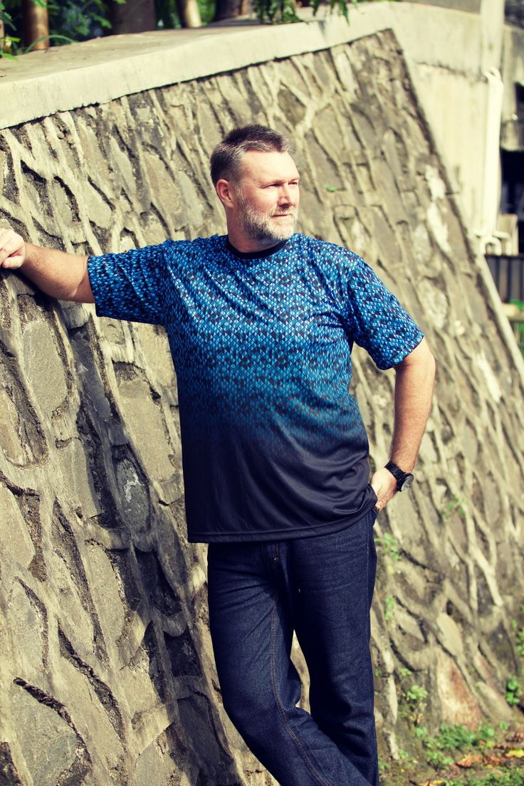 From our Blue Hues Collection - check it out on... the3bears.online -Tag a guy who would look good in one of these shirts and inspire them! the3bears.online New tropical collection out now. #plussizemensclothing #plussizeshirts #mensplussizefashion visit www.the3bears.online