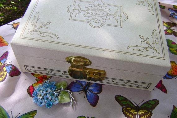 vintage jewelry box: Jewlery Boxes, White Jewelry, Vintage Jewelry Boxes, Vintage Jewlery