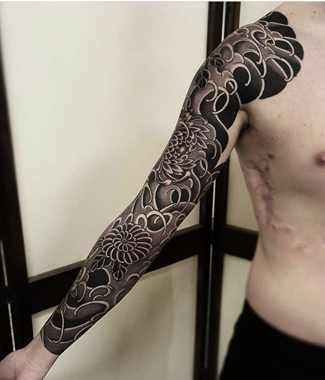 Japanese black and grey tattoo sleeve by @freddyleotattoos. #japaneseink #japanesetattoo #irezumi #tebori #bngink #blackandgrey #blackandgreytattoo #cooltattoo #largetattoo #armtattoo #tattoosleeve #flowertattoo #chrysanthemumtattoo #fishtattoo #koitattoo #blackwork #blackink #blacktattoo #wavetattoo #naturetattoo