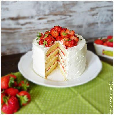 Kleines Kulinarium: Erdbeer Mascarpone Torte - Biskuit mit Milch und Butter aber weniger Ei) und Sahne-Mascarpone-Creme mit Erdbeeren - http://kleineskulinarium.blogspot.de/2015/06/erdbeer-mascarpone-torte.html