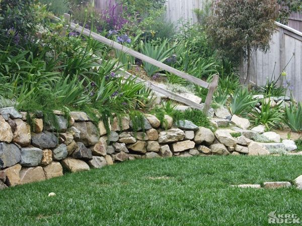 Dry Stack Fieldstone Retaining Wall : Dry stacked fieldstone wall cannot be