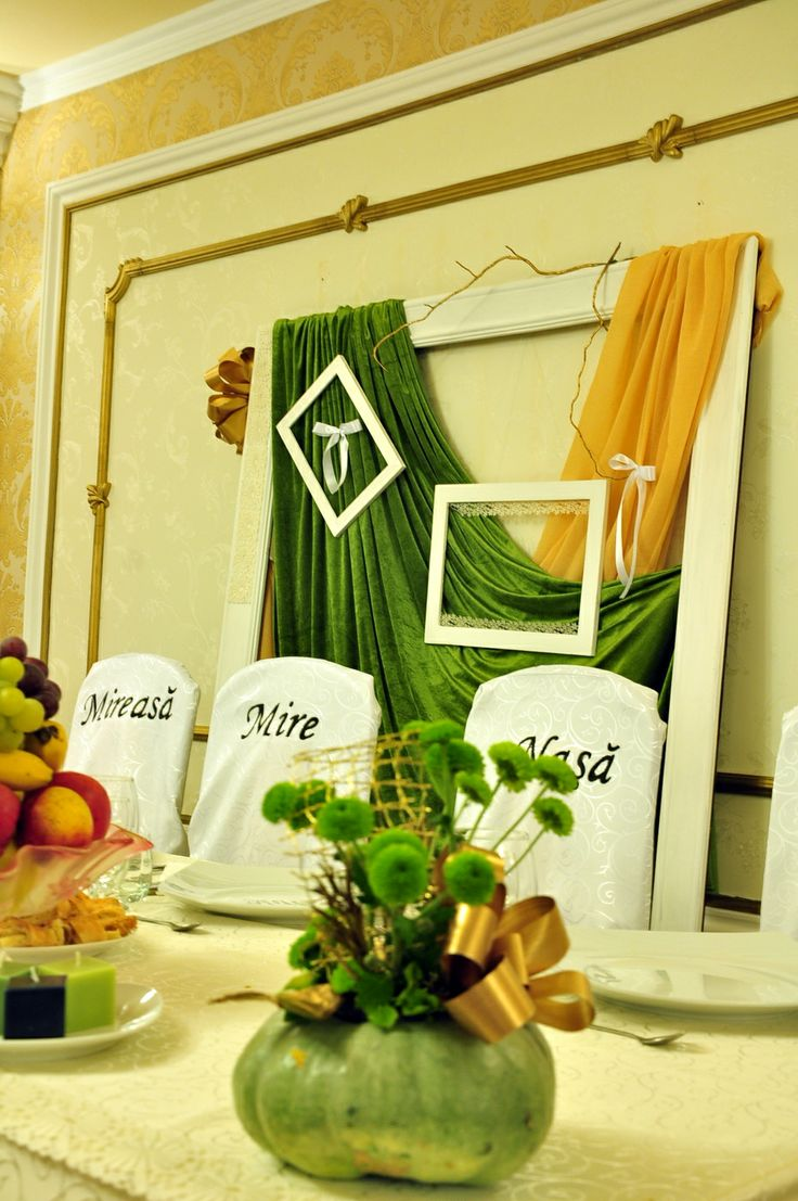 Green and gold wedding decorations by Decor cu flori