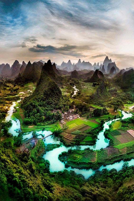 Charming natural landscapes and scenery in Guilin and Yangshuo, China