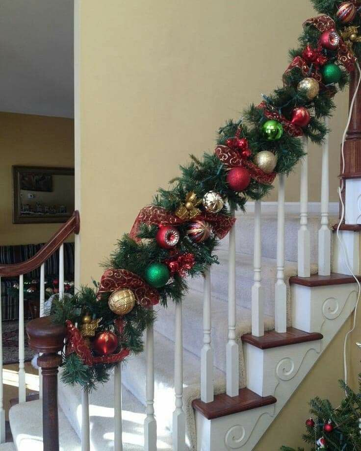 Pin By Milena Alvarez On Christmas Stair Cases Christmas Garland Staircase Christmas Banister Christmas Staircase Decor