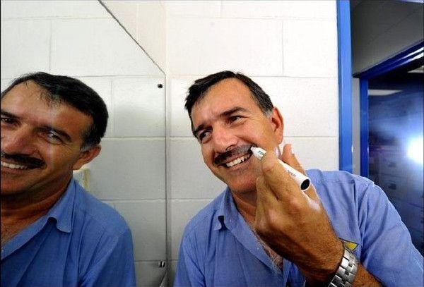 Νικ Χαλκίτης -Ο ομογενής που μάζεψε με το... μουστάκι του 29.000 δολάρια [εικόνες]
