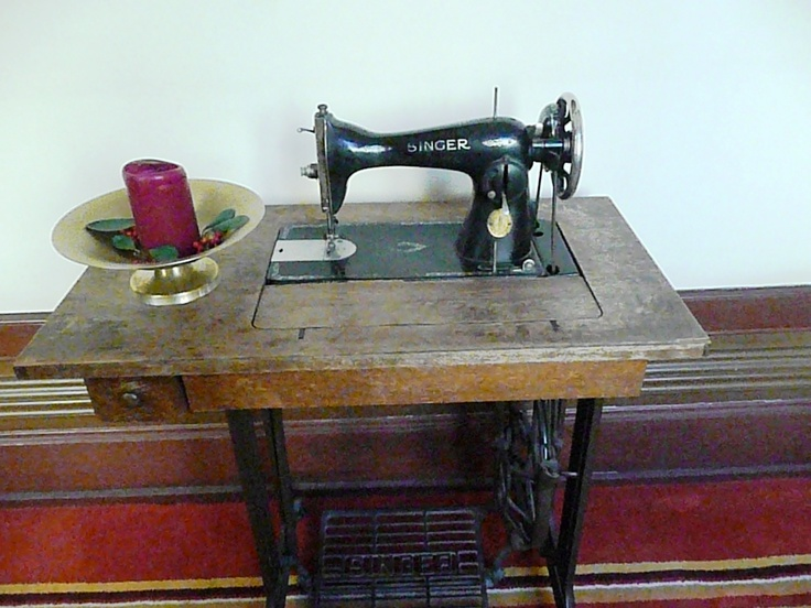 11 best m quinas de coser images on pinterest sewing - Table machine a coudre singer ...
