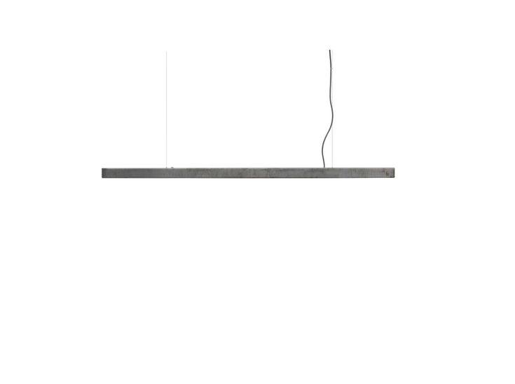 Håndlaget taklampe i LED fra den danske leverandøren Anour. Lampen egner seg spesielt godt til å lyse opp kjøkkenøy, bord og arbeidspult og lignende da den gir et spesielt godt lys nedover uten å gi forstyrrende lys til resten av rommet. Trinnløs dimmer på lampennoe som gjør at lampen lett kan gi både stemningslys oggodt arbeidslys når man trenger dette. Lampen leveres i en rekkelengder og utførelser.  Leveringstid: ca 8 uker